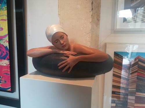 Miniature Serena (White pearl cap)